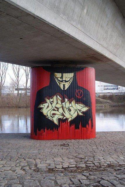 Egyes művészek az okos vandalizmust arra használják, hogy felhívják a figyelmet társadalmi és politikai kérdésekre